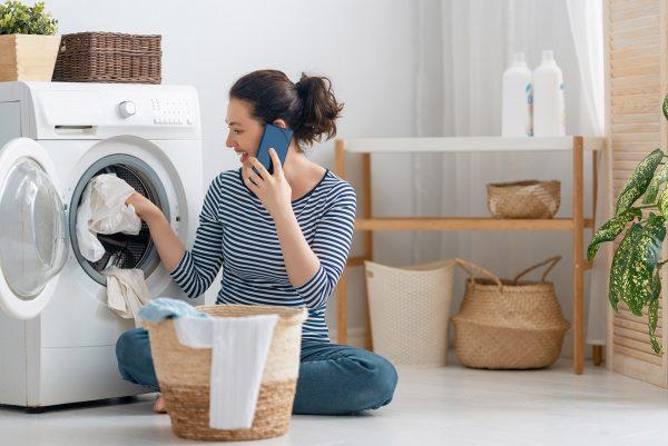 Dlaczego musisz prać nowe ubrania przed ich założeniem?