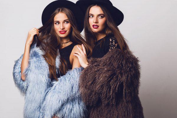 Markowe ubrania dla kobiet – postaw na styl od stóp do głów